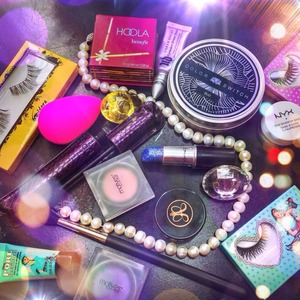whats on my table? comment below your fav item on this picture.