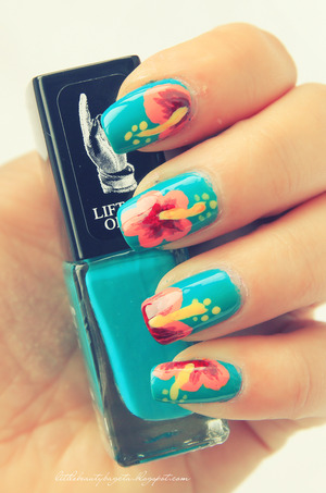 more photos here: http://littlebeautybagcta.blogspot.ro/2013/03/notd-hibiscus-nails.html