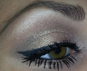 I used the Naked palette for this look. i love this palette because all the colors look great together. The Naked and Naked 2 palettes are my go-to palettes, i love them so much!!