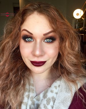 Screaming Fall louder than ever with these deep red lips accented by copper lids ;) http://theyeballqueen.blogspot.com/2016/08/transition-into-autumn-molten-copper.html