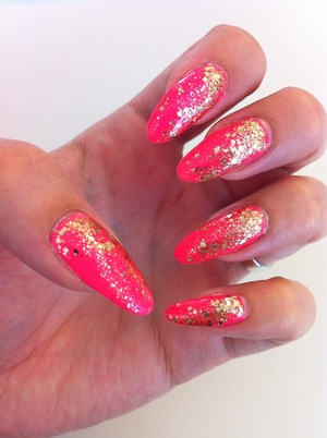"""Products I used: """"Hot Pink Obsession"""" by Ruby Kisses Nr. 55 by Susie N.Y.  Jewel Glitter Nail 02 by Canmake"""