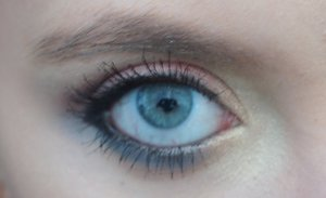 This was a simple look I created today with of course blue, orange and gold to crate a summer inspired eye!