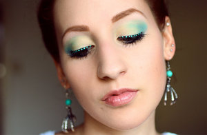 More photos and information here:  http://www.rauschgiftengel.com/2013/08/make-up-pastel-green-dot-eyeliner.html
