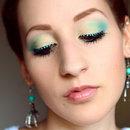 Turquoise dot eyeliner