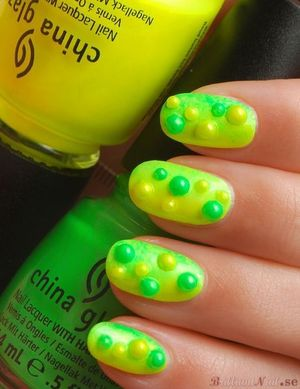 """Bumpy gradient with China Glaze """"I'm With The Lifeguard"""" & """"Sun-Kissed"""" from the summer collection Summer Neons. http://brilliantnail.se/nagel-blogg"""