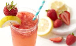 Cool Off With These 5 Collagen-Boosting Summer Drinks