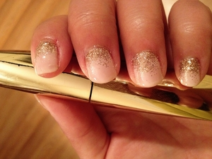 These glitter nails are a little bit of glitter and ombre mixed in one.  This is nail art for fancy occasions.  Very elegant!  Video Tutorial @ http://www.polishpedia.com/glitter-faded-nails.html