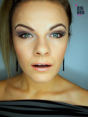 smokie make up with a space on the upper lid left naked :)