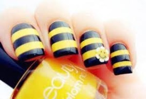 Check out this super cute Bumble Bee inspired Nail art