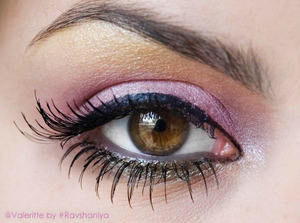 Beautiful eye makeup by Ravshaniya. Mac eye shadow palette and false lashes used here.