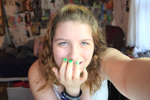 Neon Green nails!!!! and no mak-up :O