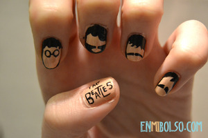 I have used H&M nail polish and acrylic paint for the faces and the letters.   The How I made in this link: http://enmibolso.com/2013/01/14/manicura-the-beatles/