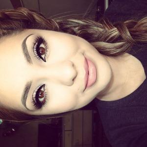 Visit my Instagram @makeupbyriz