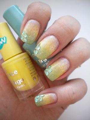 http://missbeautyaddict.blogspot.com/2012/03/31-day-challenge-gradient-nails.html