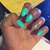😍 mint and gold nails.