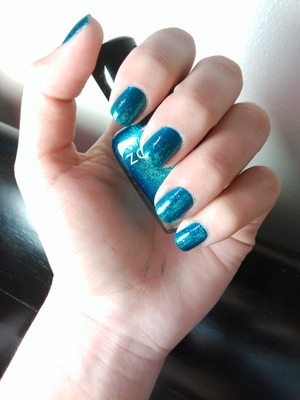 This is a beautiful color, I love how it has 2 in the light <3