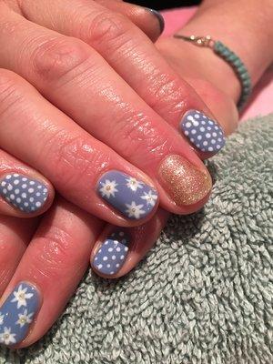 Floral, polka dot nails 🌸