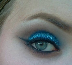 """Urban Decay Primer Potion     Urban Decay Naked palette(Naked, Buck)   Glitter stacks from claire's    L'oreal Infallible foundation in """"Ivory""""    L'oreal Paris Voluminous Volume Building mascara in """"Extra Black""""   NYX Candy Glitter liner  in """"Blue""""   Maybelline Color Tattoo in """"Everlasting Navy""""  Maybelline Color Tattoo in """"Timeless Black"""""""