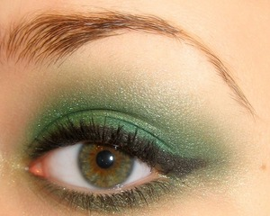 Teal/Green eyes. :)