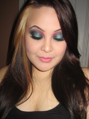 http://tinamarieonline.blogspot.com/2011/10/look-smokey-teal-with-pop-of-red.html