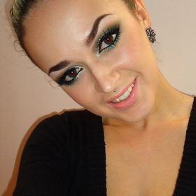 Smokey Green Make Up Look