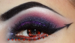 A very dramatic look which can be worn to a party with a gothic theme for example or it would be good for a Halloween party :)
