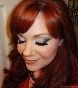 A neutral makeup look featuring a flared crease and two lip color choices :-)  For more information, please visit: http://www.vanityandvodka.com/2012/12/neutralwith-flare.html Happy New Year!!! xoxo, Colleen