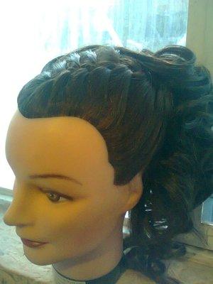 peinado con trenza y rizoz