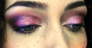 http://lizzielovesmakeup.blogspot.com/2012/02/sultry-valentines-look.html