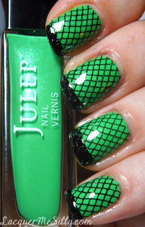 Witches FIshnet mani I created using Konad stamping plate M57. This attempt was a bit failed as I had a few complications. Thought I'd still post it incase anyone found some inspiration to do a better version of it :) 
