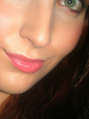 http://makeupfrwomen.blogspot.com/2012/02/look-of-day-xoxo.html