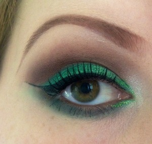 Green and brown cut crease