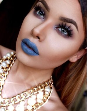 Channeling my inner alien with Melt Cosmetics SpaceCake on my lips 💄