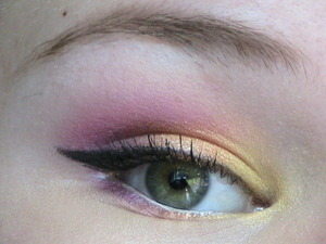I created this look following the tutorial created by RoxyBeauty23 on YouTube! My certainly did not come out as amazingly as hers did but I have my icky elf palette to blame for that! haha   Here's the actual tutorial! http://www.youtube.com/watch?v=Dh23R2kWroM&list=UUQWjnvOgwOb-zgNR8baU35Q&index=1&feature=plcp