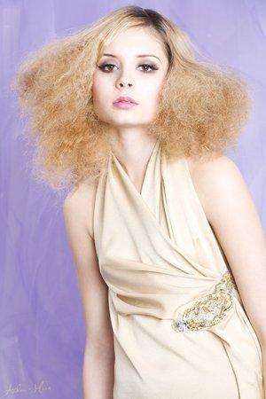 The beautiful Nina Nesbitt who I created smokey brown eyes on.