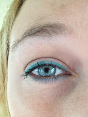Turquoise eye liner