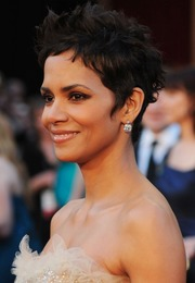 Oscar Makeup 2011: Halle Berry