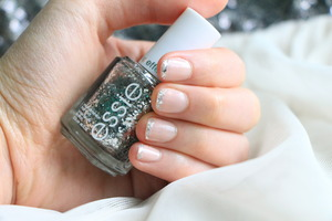 Hello, my fellow Princesses! In today's video, I'm showing you a simple way of doing glitter french manicure. This design is perfect for prom, wedding or whenever you feel like a Princess! Link to video: http://bit.ly/Y2Yjle