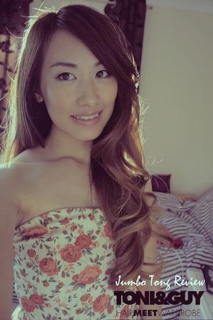 Loose curls using Jumbo Tongs  Full post on my blog : http://bit.ly/14QhZZM