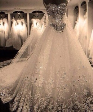 I want this dress so bad. Its so pretty 😍