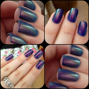 At the bottom there's two layers of greyblue nailpolish from Stagecolor Cosmetics and on the top two/three coats of Max Factor's Fantasy Fire