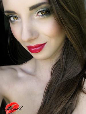http://trustmyself-make-up.blogspot.com