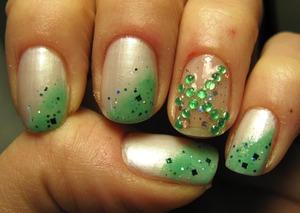 Essence touch&go white + green +Essence glitter top coat!