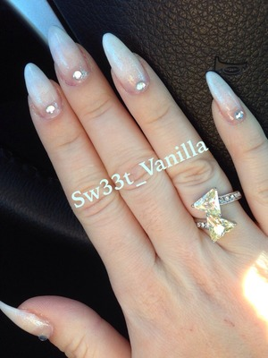 I'm loving my nails they are so long and unbreakable. This design was inspired from a picture that I saw in Pinterest.. Just wanted to share😁😁