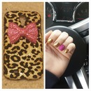 nails match phone case