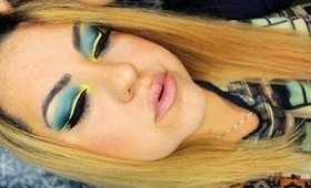 Blue and Yellow Makeup with Yellow Liner - Maquillaje Azul y Amarillo