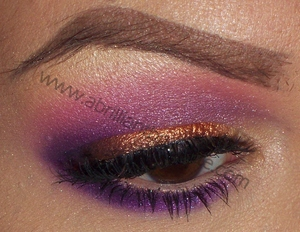 http://www.abrilliantbrunette.com/2012/08/copper-purple-and-pink-eyes-sugarpill.html
