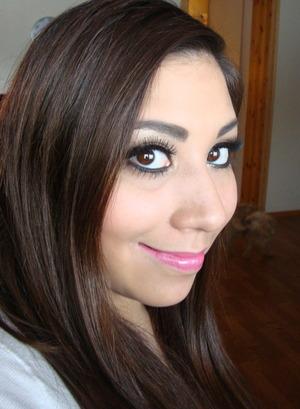 Kim Kardashian Golden Makeup