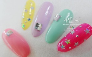 What about this Korean star glitter nails? you can do this simple nail art with just pearls and gel polish. :D Let's go see them at http://saranail.blogspot.kr