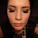 Bronze and brown smokey eyes makeup